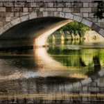 Híd a folyót átöleli szelíden...